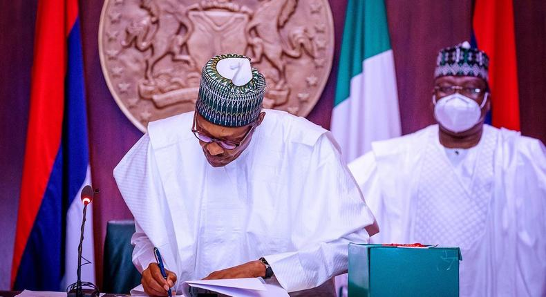 Senate President Ahmad Lawan (right) says President Muhammadu Buhari's decision to sign bills or reject them is sometimes influenced by officials that are not cooperating with the National Assembly to ensure a transparent process [Twitter/@Buharisallau1]