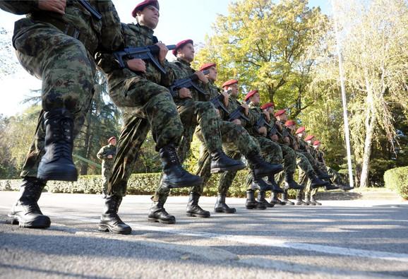 Vojnici - ni izbliza plaćeni koliko zaslužuju