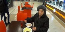 Bezdomna weszła do kawiarni. Co za zachowanie obsługi!