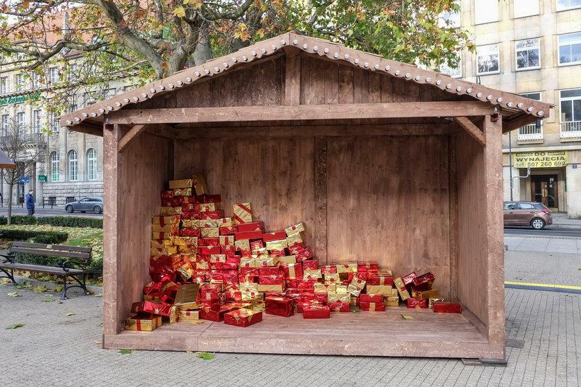 Bożonarodzeniowy jarmark powstaje na pl. Wolności