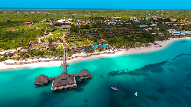 Zanzibar: tysiące turystów, choć w kraju zanotowano zgony na COVID-19 -  Podróże