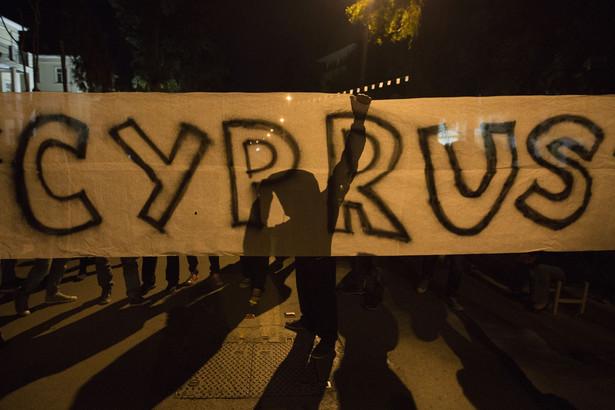 Władze Cypru oficjalnie poprosiły Rosję o restrukturyzację kredytu.