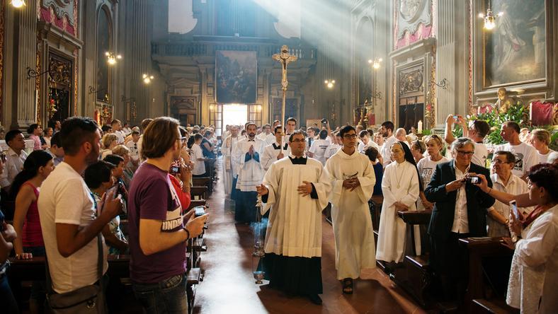 Wszystkich Świętych. Czy 1 listopada trzeba iść do kościoła?