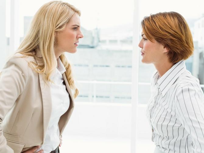 Starija koleginica: Sedi, radi malo i prima platu i MRZI ME što sam mlada