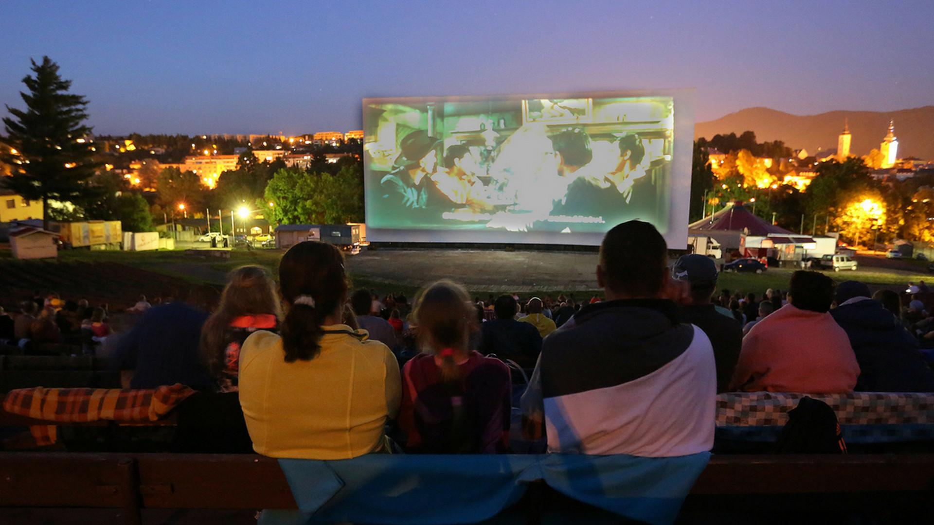 6bab23f37 10 letných kín na Slovensku, kde si môžeš vychutnať filmy s hviezdami nad  hlavou