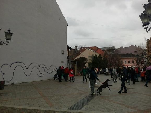 Oko 200 građana okupilo se na mestu gde je nekada bio mural