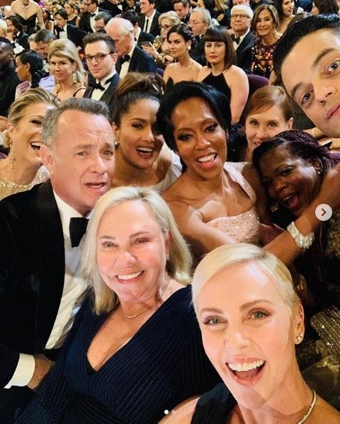 Oscary 2020: selfie Charlize Theron