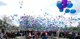 Setki balonów w hołdzie Alfiemu. Tłumy żegnają dwulatka. Relacja naszego korespondenta