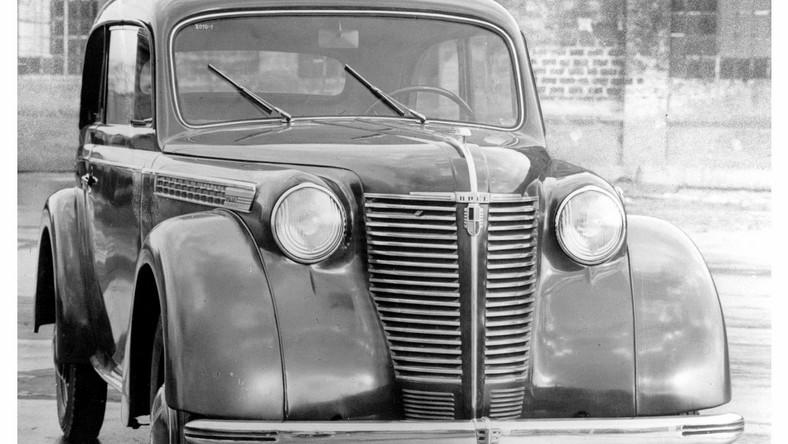 Członkowie grup rekonstrukcyjnych wyposażeni będą w historyczne uzbrojenie, sprzęt wojskowy, motocykle oraz niemiecki samochód Opel Olympia