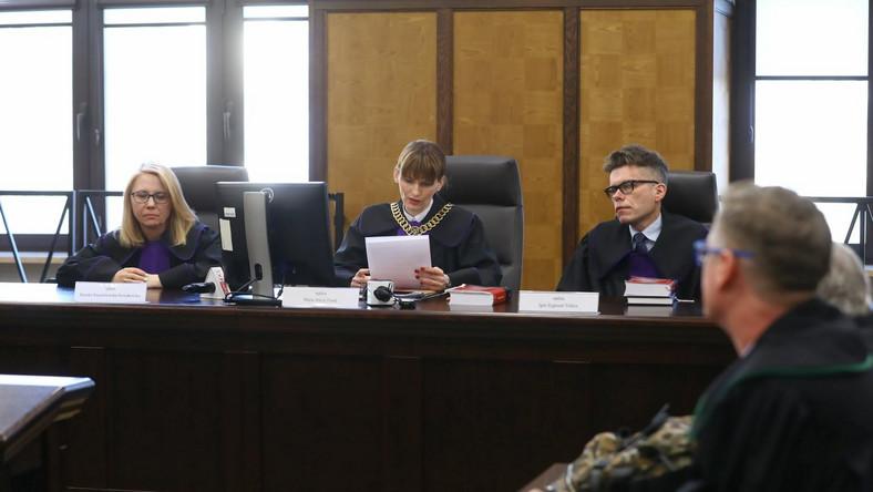 Skład sędziowski, od lewej: Monika Niezabitowska-Nowakowska, Maria Turek i Igor Tuleya na sali sądowej