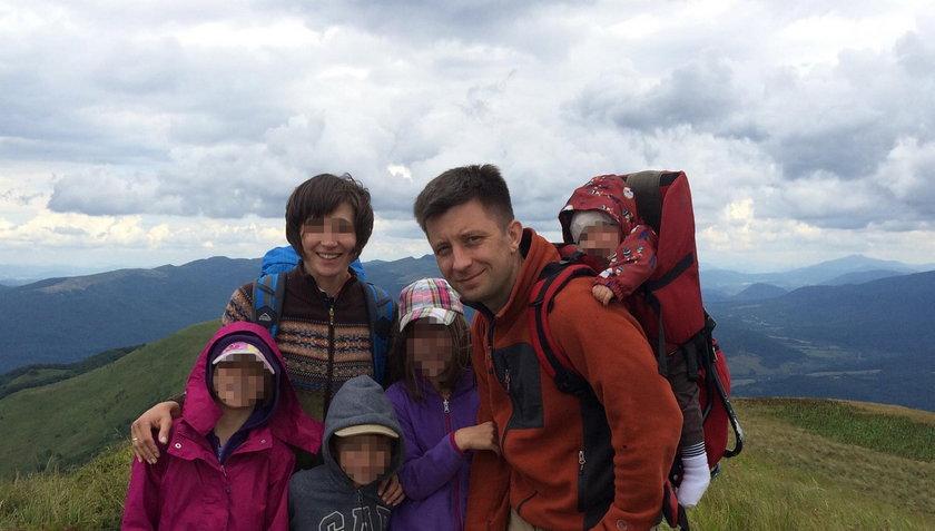 Agnieszka i Michał Dworczykowie z dziećmi