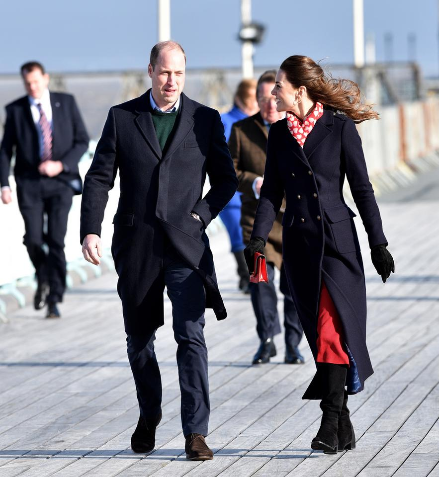 epa08192215 - BRITAIN ROYALTY (Duke and Duchess of Cambridge visit South Wales)