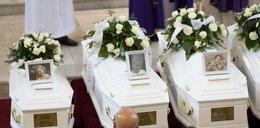 Łzy ojca nad białymi trumienkami. Pogrzeb ofiar pożaru w Jastrzębiu. ZDJĘCIA