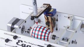 Egg-Bot pomaluje jajka na wielkanoc