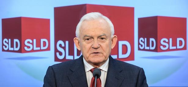 Przewodniczący SLD Leszek Miller, podczas konferencji prasowej w Sejmie, 26 bm. PAP/Jakub Kamiński