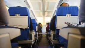 Które miejsca w samolocie są najbezpieczniejsze? Badania potwierdzają, że siedzenia z tyłu