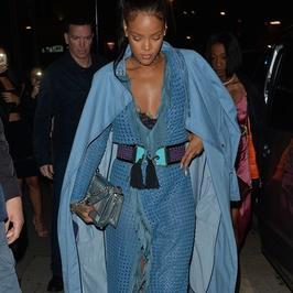 Rihanna w pięknej stylizacji na imprezie