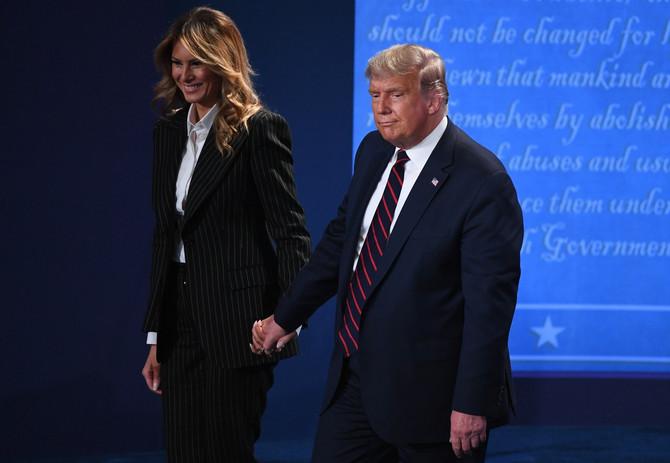 Melanija je ovog puta ipak uhvatila Donalda za ruku!