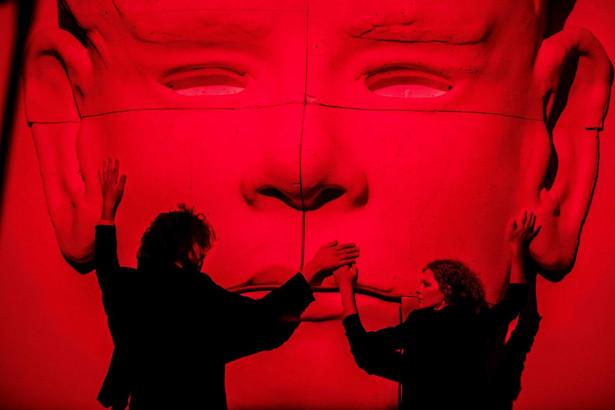"""Premiera spektaklu """"Złota skała. Opowieść o Robercie Brylewskim"""" zaplanowana jest na 20 września 2019 r. na Dużej Scenie Teatru Studio."""