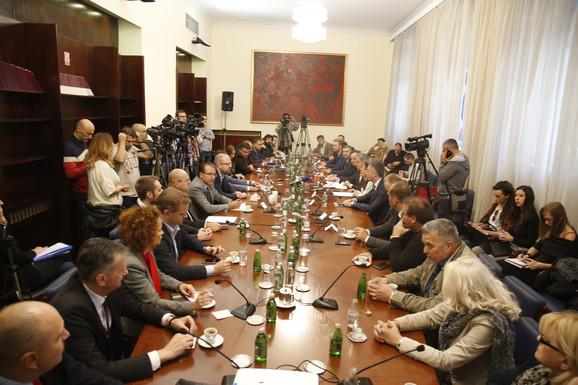 Predstavnici opozicionih stranaka i organizacija danas na debati u Skupštini Srbije