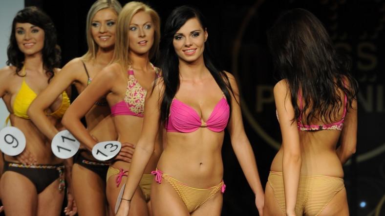 Miss Polonia Mazowsza 2011 została Aleksandra Cielemęcka z Siedlec (na zdjęciu pierwsza w szeregu dziewczyn stojących przodem).