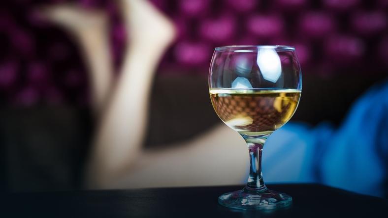 Alkohol obniża skuteczność tabletek antykoncepcyjnych?