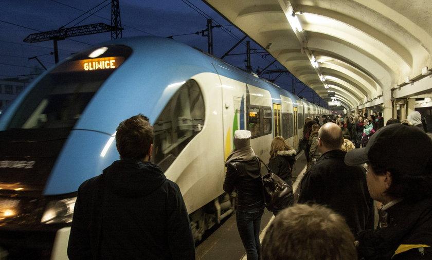 Koleje Śląskie zawiesiły kursowanie pociągów z powodu remontu, którego nie ma
