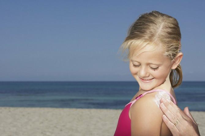 Rizik za razvoj melanoma i jeste povezan sa visokim vrednostima izlaganja suncu u ranom uzrastu