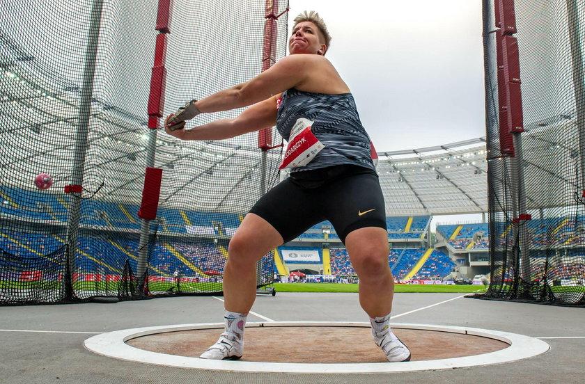 Anita Włodarczyk (34 l.) jeszcze nie rzuca młotem, ale tę lekkoatletyczną konkurencję propaguje wśród... kolarzy.