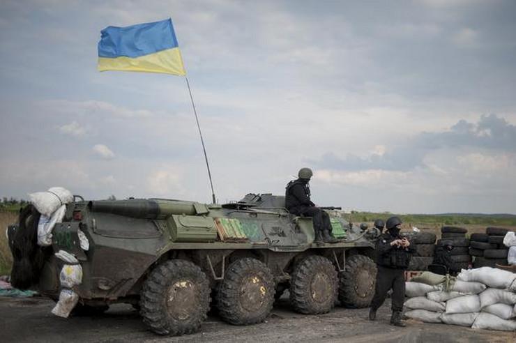 468604_ukrainian-national-guard-troops-guard-a-checkpoint-outside-of-slovyansk-ap