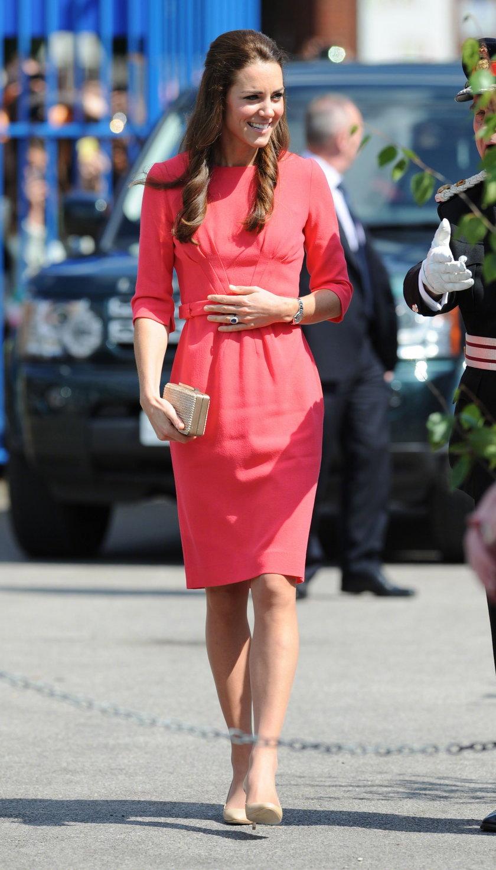 Księżna Kate urodzi bliźnięta?!