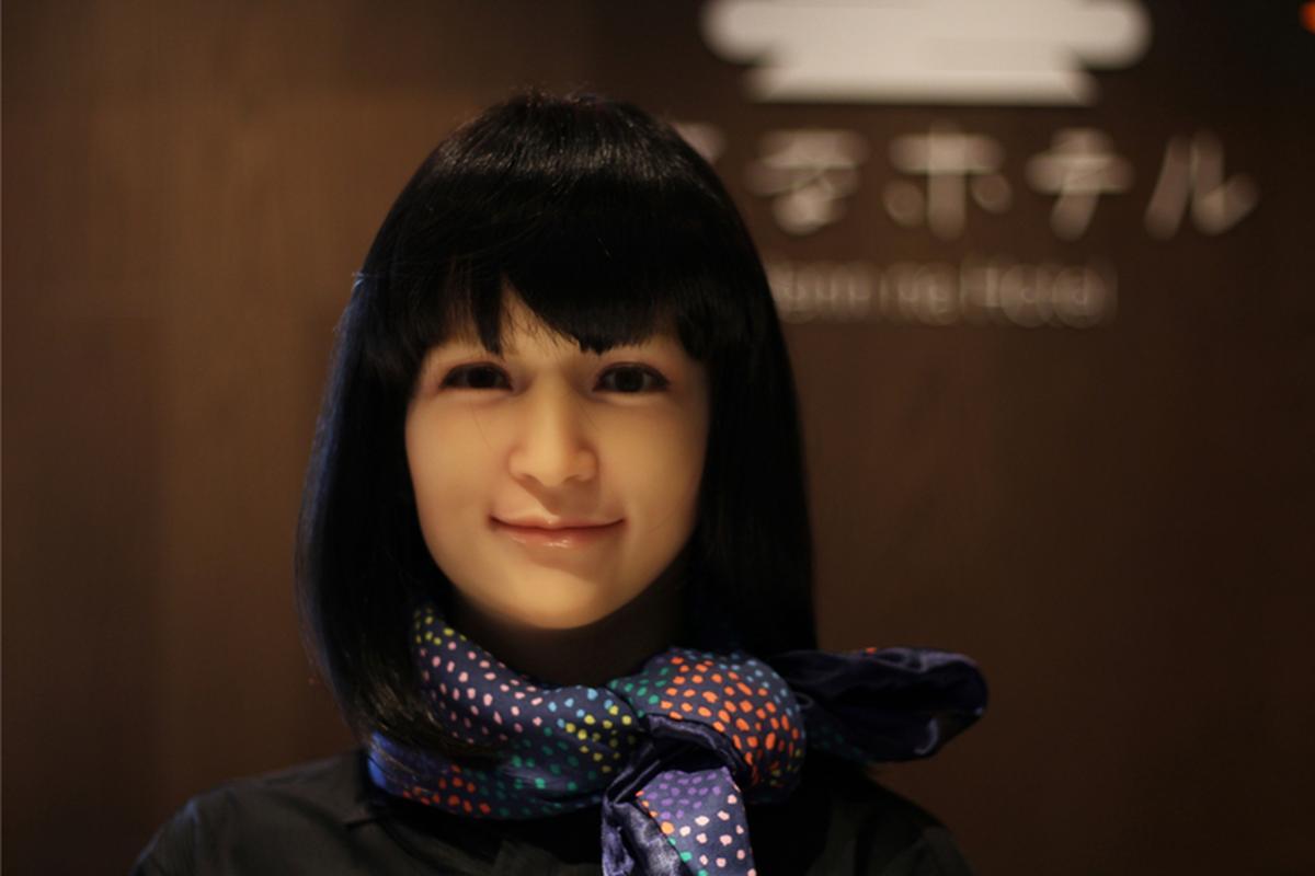 Robotyczna recepcjonistka w hotelu w Ginzie