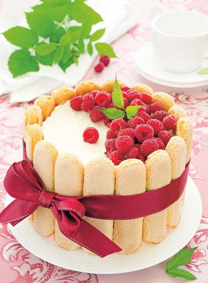 Voćni kolač s malinama