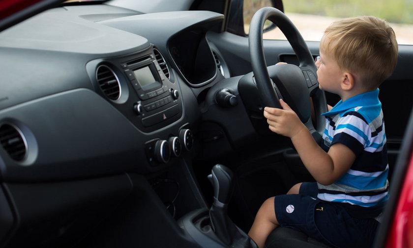 9-latek za kierownicą auta. Wiózł matkę i młodszego brata
