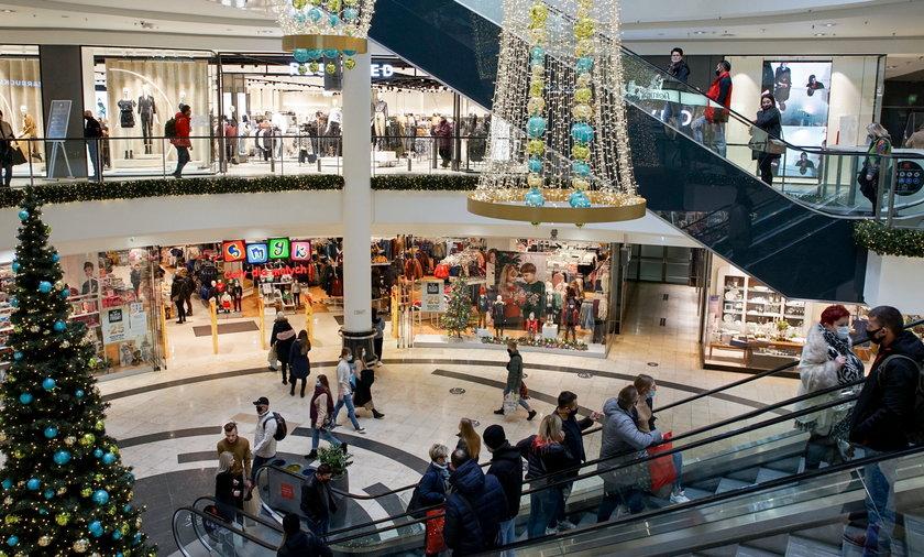 W okresie przedświątecznym w sklepach może być jeszcze drożej, niż teraz.