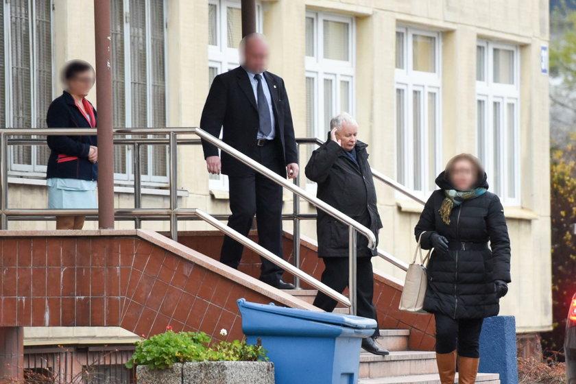 Tak kolumna z prezesem PiS pędziła przez Warszawę