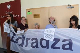 Piotrowicz: Garstka niezadowolonych z utraty przywilejów blokuje prace KRS