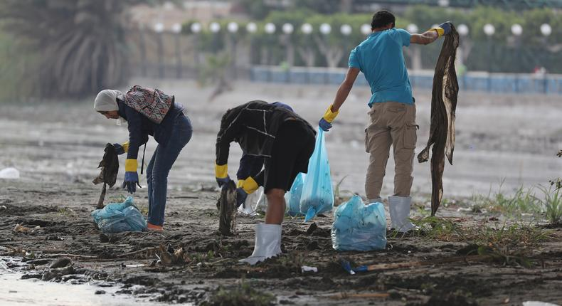 Egyptian youth volunteers collect waste and plastic as part of a campaign to clean up the Nile River sponsored by Egypt's environment ministry in cooperation with VeryNile and Greenish, in Cairo, Egypt February 10, 2019. REUTERS/Amr Abdallah Dalsh
