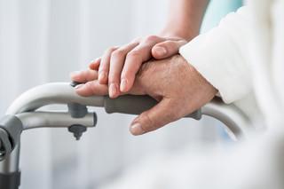 Podatek od spadku: Opieka musi być potwierdzona na dwa lata wstecz