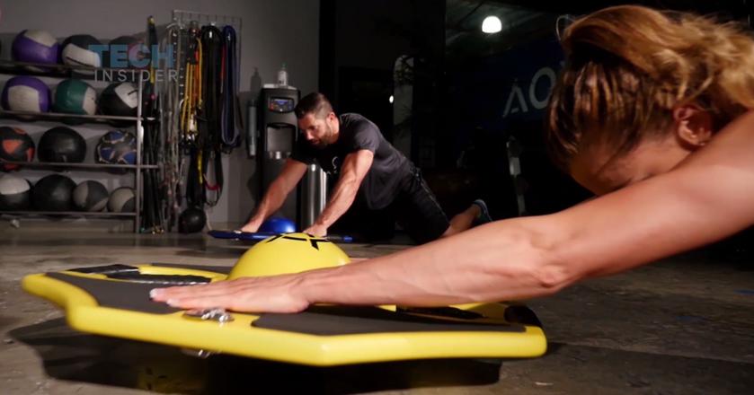 Ta deska pomaga w ćwiczeniach mięśni i kręgosłupa