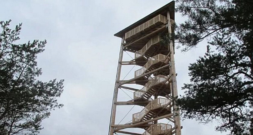 Wieża widokowa to też dobre miejsce dla zbereźników