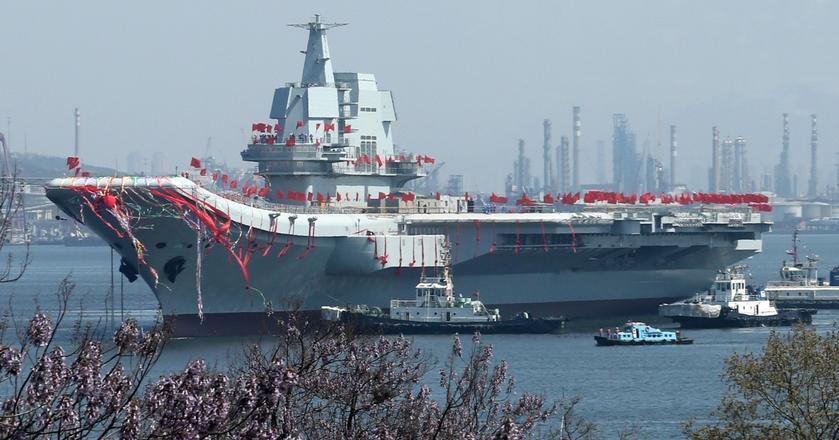 Pierwszy wybudowany w Chinach lotniskowiec zwodowano w kwietniu 2017 roku. Państwo Środka dopiero realizuje plan morskiej dominacji