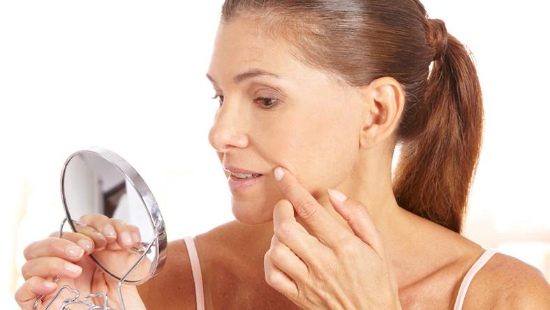 Jakie części ciała zdradzają wiek kobiety?