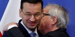 """Już raz zrobił z Tuska """"szatniarza"""". Teraz wziął w obroty Morawieckiego. ZDJĘCIA"""