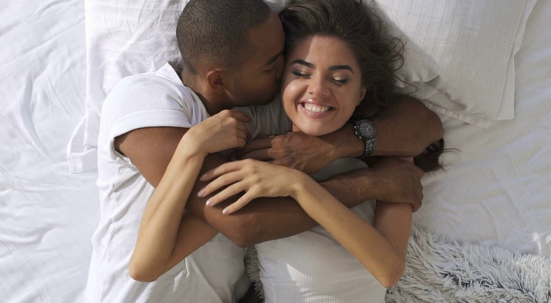 These are 5 things strong men do for women they love