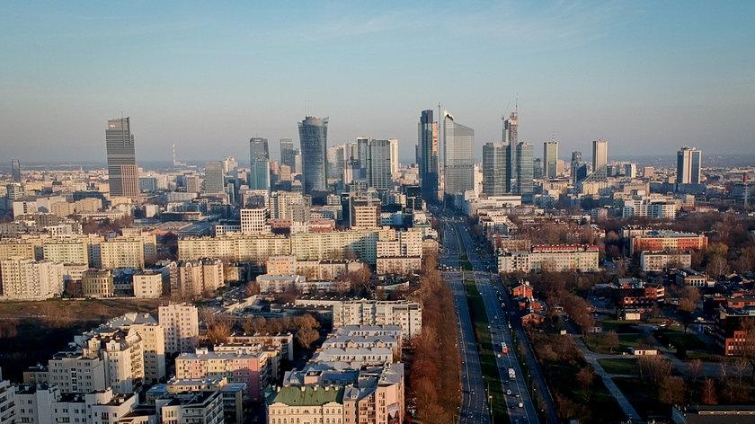 Według danych Komisji Europejskiej PKB Polski w 2020 roku spadł o 2,8 proc.