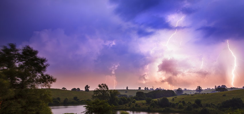 Pogoda na weekend. Będzie zimno i deszczowo. Synoptycy ostrzegają przed burzami!