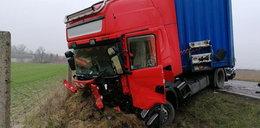 Potworny wypadek pod Wrześnią. Nie żyją dwie osoby, ciała zmasakrowane