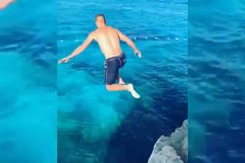 POKRENUO BURU REAKCIJA Veljko Ražnatović skočio sa stene, pa povikao SAMO JEDNU REČ (VIDEO)