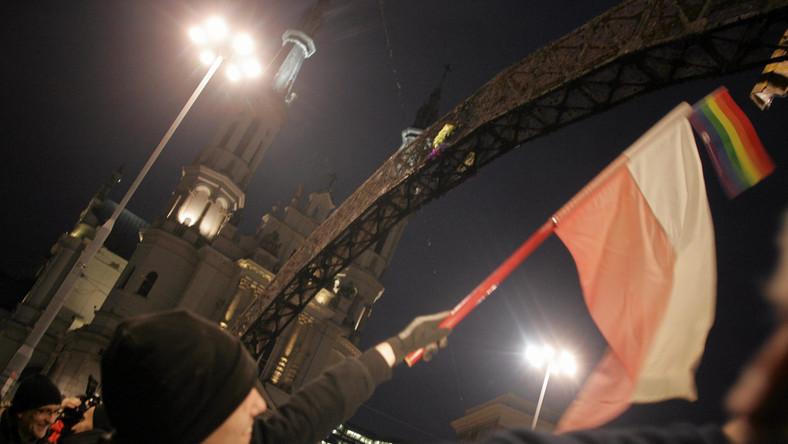 Warszawa: Tęcza na Placu Zbawiciela tęczowa